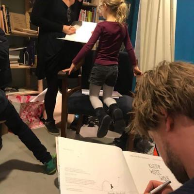 Hanneke and Gijs sign books